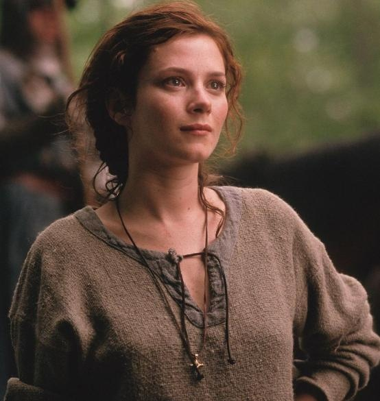 I dont remember who this actress is, but she was wonderful as Claire in the film Timeline. She's GORGEOUS!