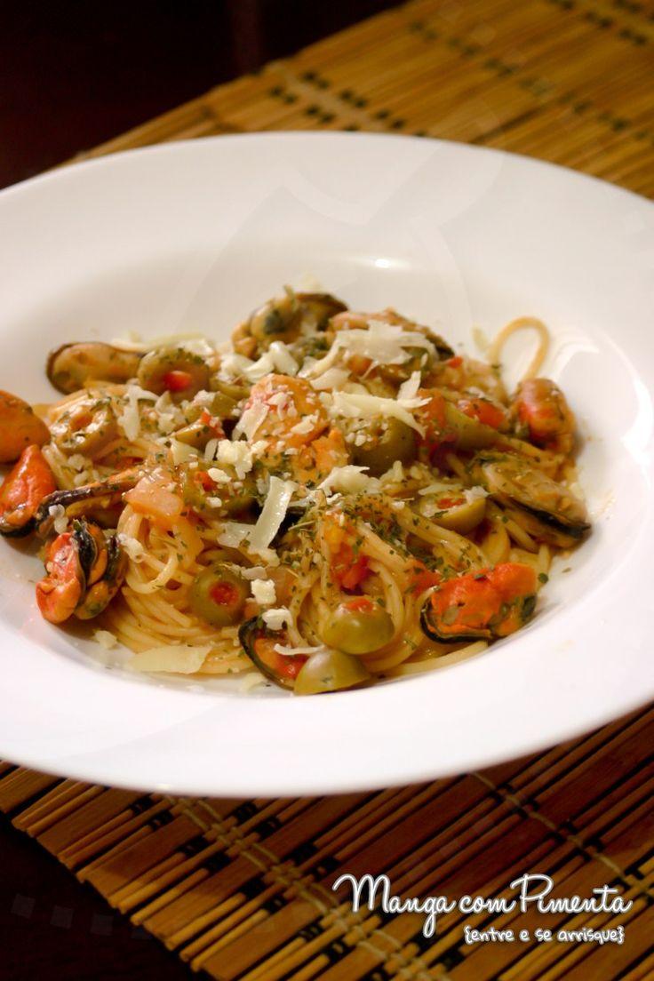 Espaguete com Mexilhão, para um almoço especial com a pessoa que você mais ama. Clique na foto para ver a receita no blog Manga com Pimenta.