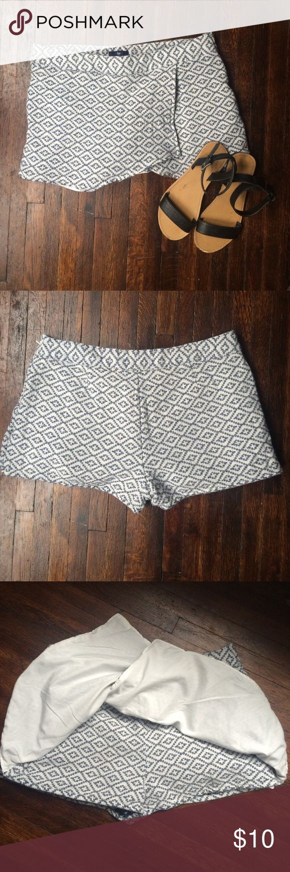 Gap printed diamonds skort Gap factory printed diamonds skort. Size 6, true to size. 100% cotton shell; 70% polyester, 30% cotton lining. Thick material for shell.  Invisible Zipper and metal clamps on the side. Worn only a handful of times--great quality! GAP Shorts Skorts