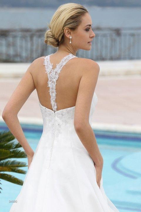 Ladybird trouwjurk met een prachtige rugpand - model 34090 - Xsasa bruidsmode