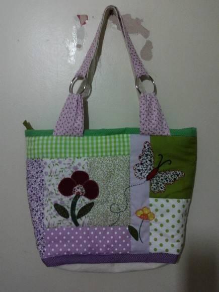 bolsa de lona em patchwork com tecido 100% algodão,02 bolsos,ziper, manta acrílica R$85,00
