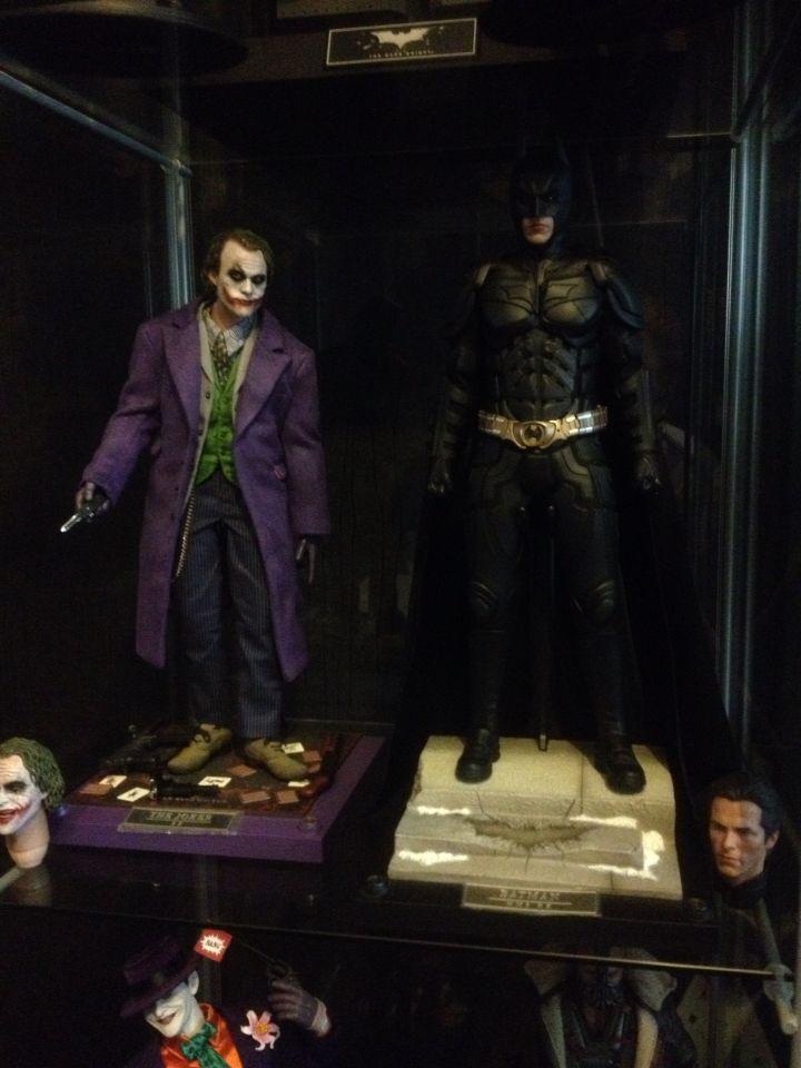 Hot toys 1/6 scale the dark knight joker and the dark knight rises batman