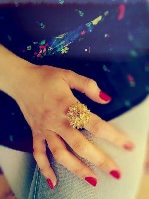 Crisantemo bañado en Oro: este anillo tiene una luz especial.