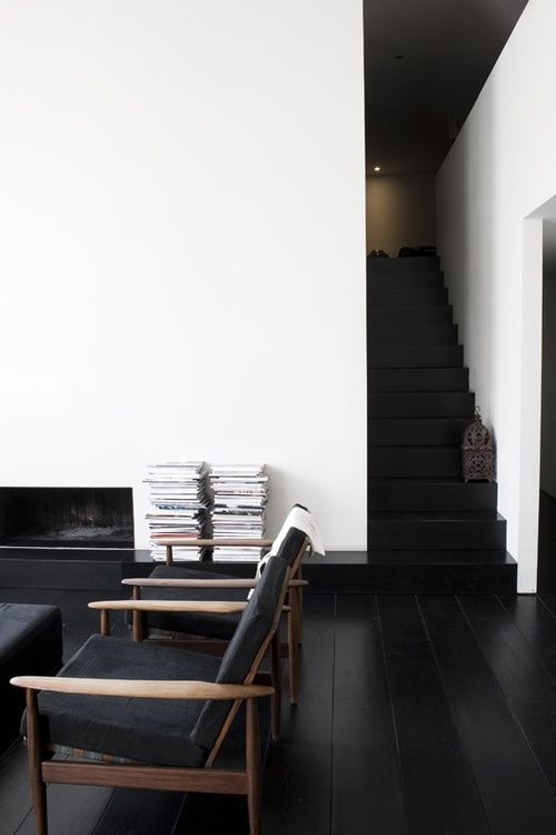 black floors and staircase (photo: Marjon Hoogervorst, styling: AnoukB Home of Rika)