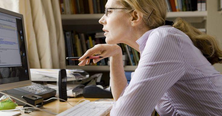 Como encontrar a localização de alguém pelo endereço de IP em um e-mail. Algumas das informações mais solicitadas on-line diz respeito a como encontrar onde alguém vive ou sua localização aproximada, através da identificação de seu endereço de IP. Algumas empresas cobram por isso, mas a informação está disponível gratuitamente on-line, se você souber como e onde procurar.