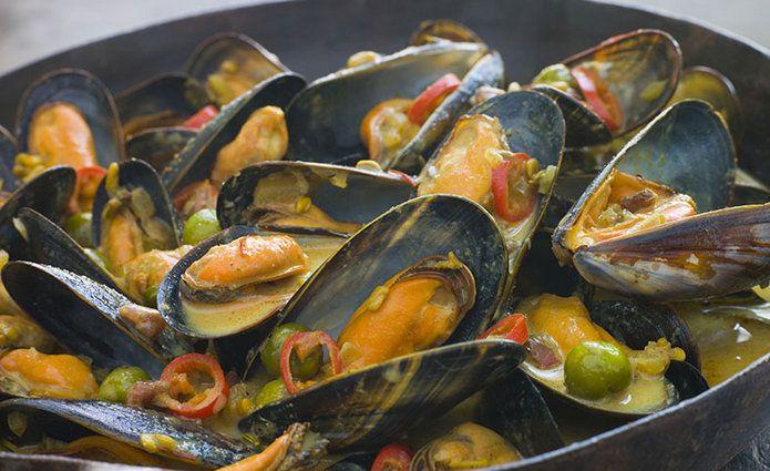 Para combatir la falta de los niveles básicos de hierro es recomendable consumir pollo, cordero, marisco y pescado enlatado.
