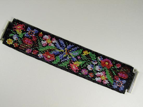 Esta pulsera está hecha de vidrio de alta calidad perlas Delica japonesa en rosca de tamaño 11 y de alta calidad rebordear fuerte Fireline. Granos de la semilla de Delica, Miyuki del Japón, son conocidos por su forma tubular uniforme e hipnotizante la paleta de colores y son mis granos favoritos para usar en el trabajo de telar.  Pulsera se realiza en colores ricos y vibrantes. Acabados brillante grano crean glamour, magia y encanto en su mano; sentirse atractiva y especial. Utilizando los…