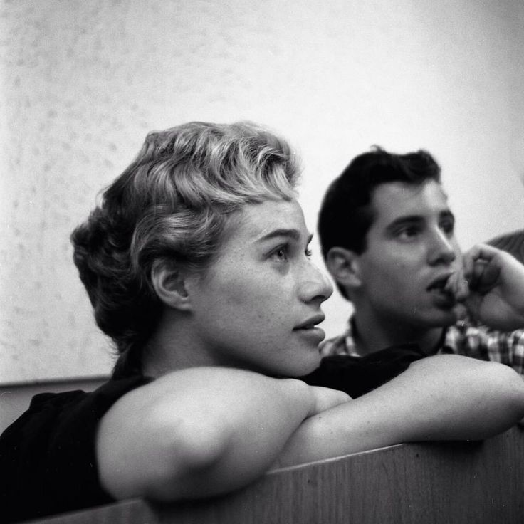 Carole King and Paul Simon in 1959!!!! Omg! What would I give to have been just a coffee girl for them!!!