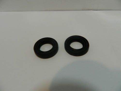 STIHL 021,023,025,MS210,MS 230,MS 250 chainsaw oil seals x 2  http://www.chainsawpartsonline.co.uk/stihl-chainsaw-oil-seals/