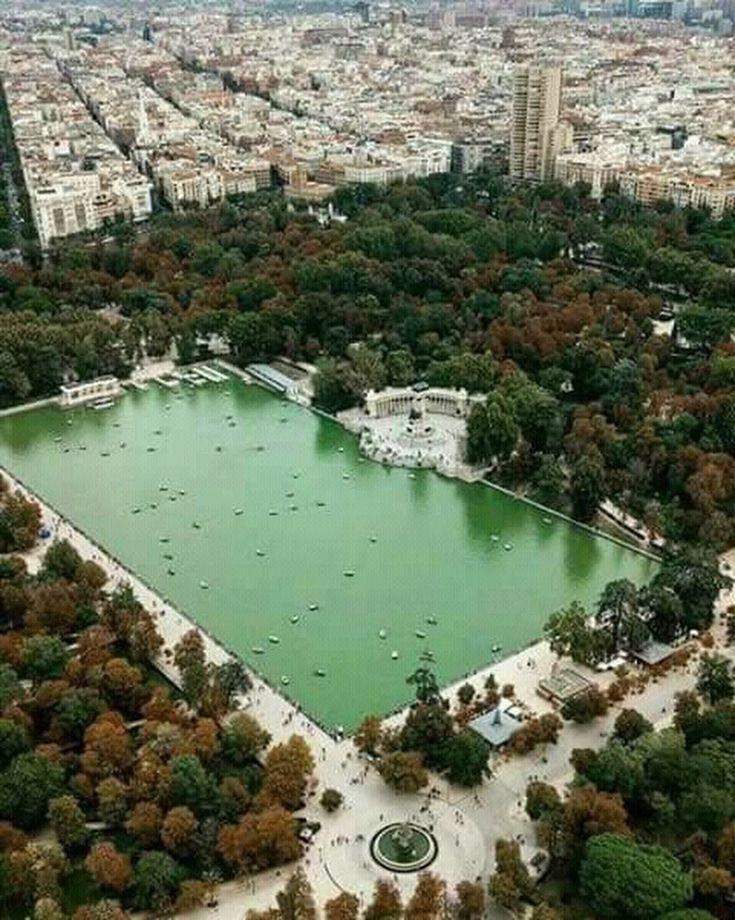 Impresionante cómo se ve el estanque del Retiro. Es solo un pequeño rincón de este hermoso parque madrileño, imaginaros el resto... - MA YO - Google+