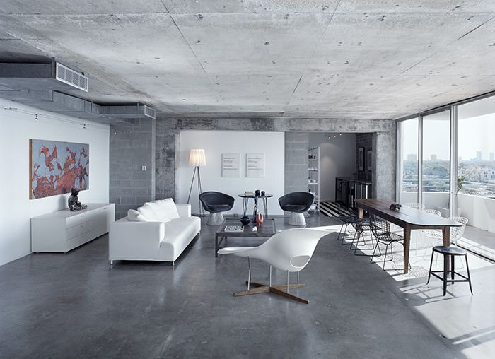 Barbara Hill selects Warren Platner & Harry Bertoia designs in a clean, modern living room | Knoll Inspiration