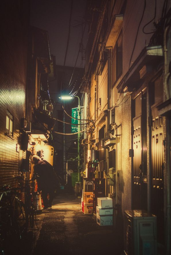 Vibrant Photographs of Tokyo at Night by Masashi Wakui