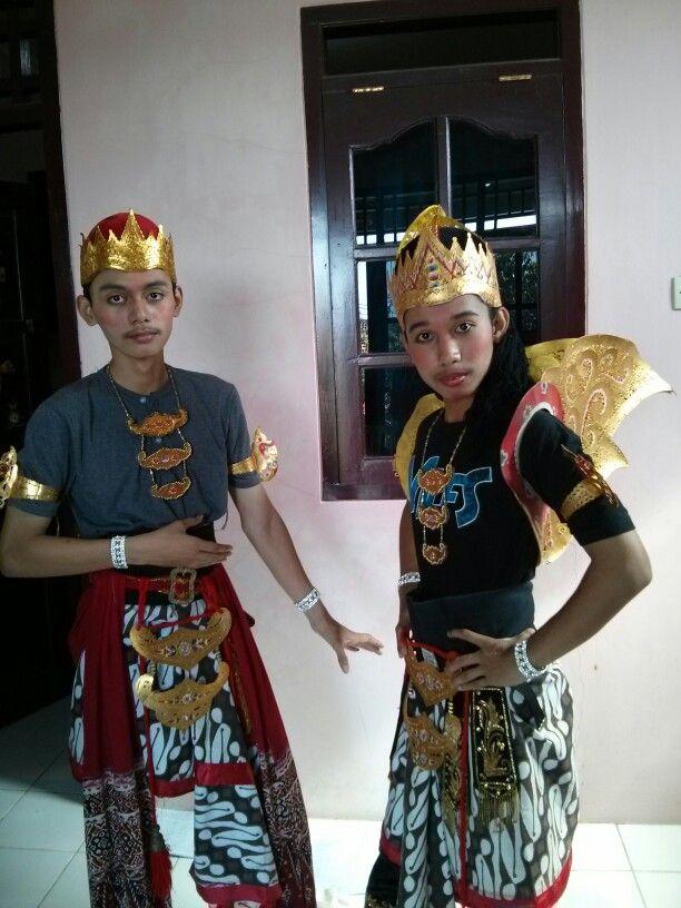 With Sanza as Sengkuni