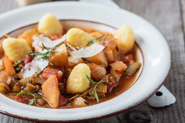 Dagen Zonder Vlees, de bewustwordingscampagne die mensen aanspoort om duurzamer met vlees en vis om te gaan, heeft nu ook een kookboek uit. Met tips en vegetarische recepten van bekende Vlaamse koks. Wij pikten er drie uit.