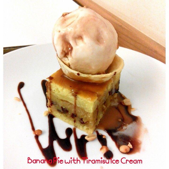 Banana pie with tiramisu ice cream