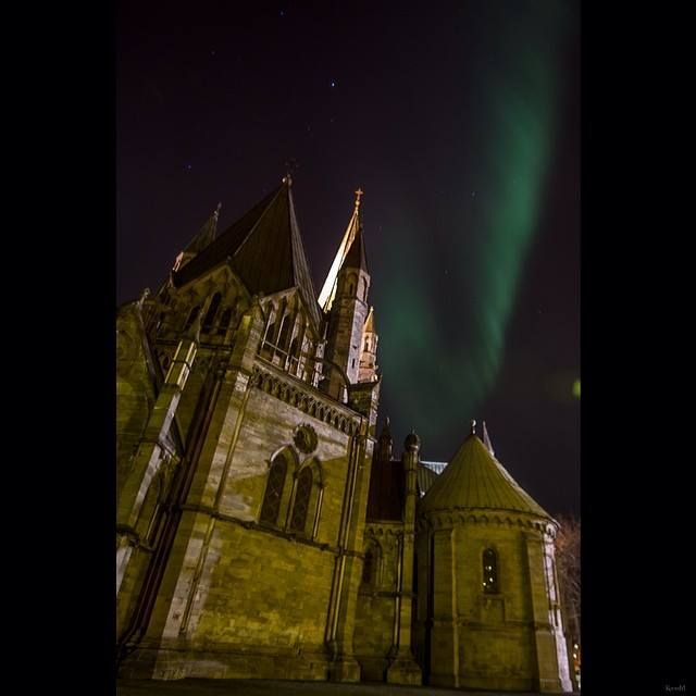Lot`s of northern lights over Trondheim and Trøndelag these days,  This is caught over the Nidaros Cathedral