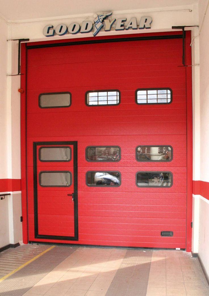 Ogni portone può essere integrato di una porta per l'accesso pedonale.