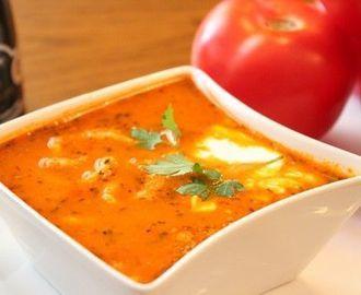 Znakomita zupa pomidorowa z lanymi kluskami