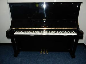 YAMAHA U3 UX UPRIGHT PIANO. WITH 5 YEAR GUARANTEE   STUNNING CONDITION. AMAZING SOUND AROUND 29 YEARS OLD