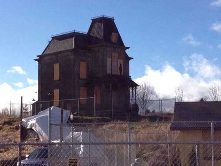 17 escenarios abandonadas de películas famosas. Parecen pueblos fantasmas  Serie Bates Motel - 2013