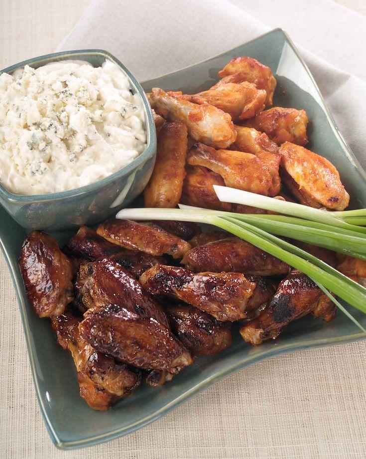 Cette recette d'ailes de poulet vous permet de créer deux saveurs privilégiées en un tour demain et est parfait pour les repas-partage ou les fêtes barbecue.  | Le Poulet du Québec