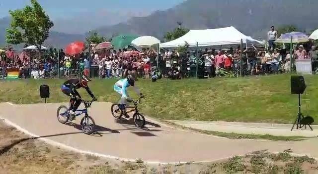 Así fue la vibrante final de Esteban Naranjo en la Copa Latinoamericana de BMX de Chile ¡FELICIDADES, CAMPEÓN! #OrgulloColombiano #BMX   Cortesía: Comisión Antioqueña de BMX #fromwhereiride #roadcycling #stravacycling #trackbike #bici