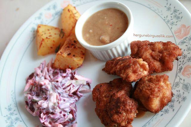 Her Gune Bir Guzellik: Homemade chicken nugget, gravy, potato wedges and red cabbage coleslaw.  EV YAPIMI TAVUK NUGGET / GRAVY SOS / ELMA PATATES ...