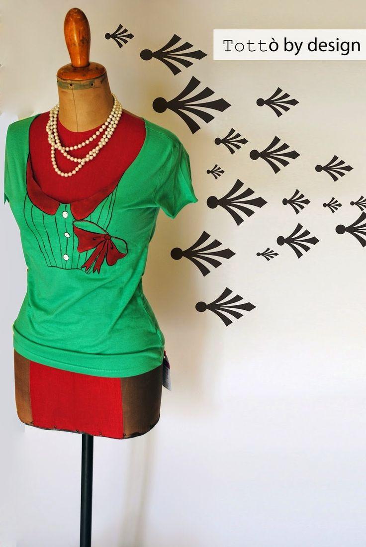 T-shirt verde da donna fashion con disegni rosso dipinti a mano : T-Shirt, canottiere di totto-by-design