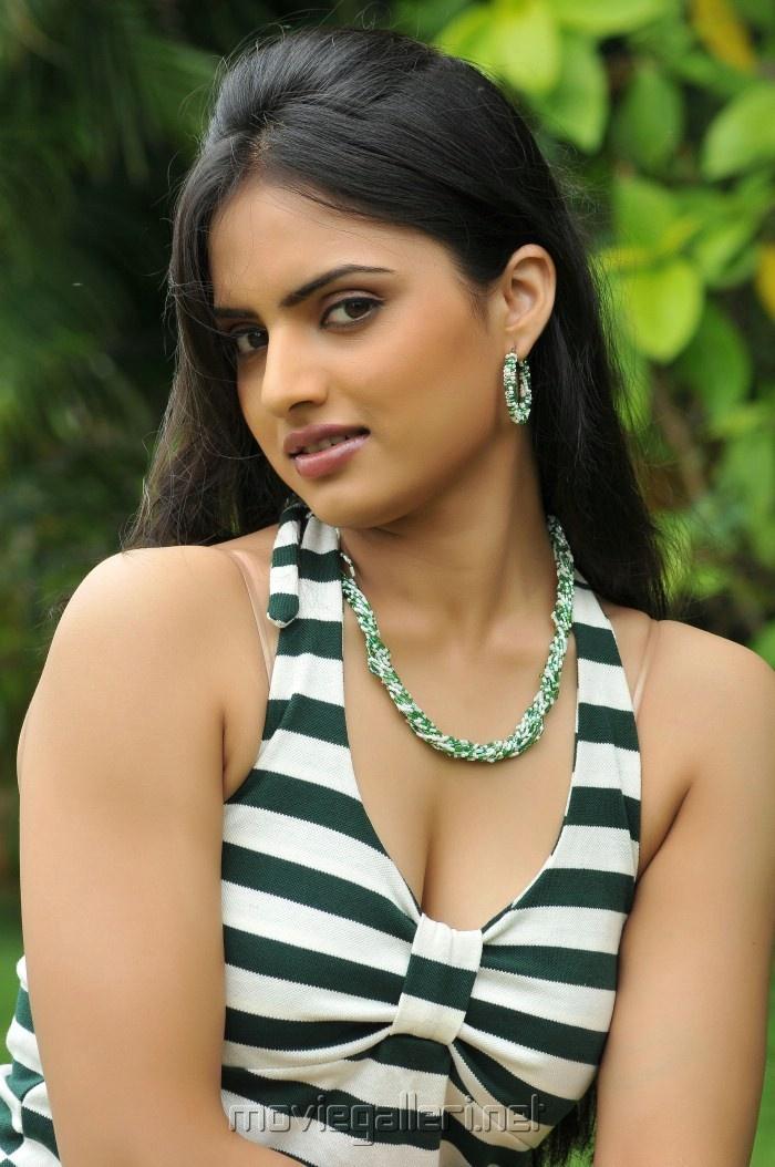 "Cleavage of Malayalam actress "" Reetu Kaur "" sizzling in Zebra white costume"