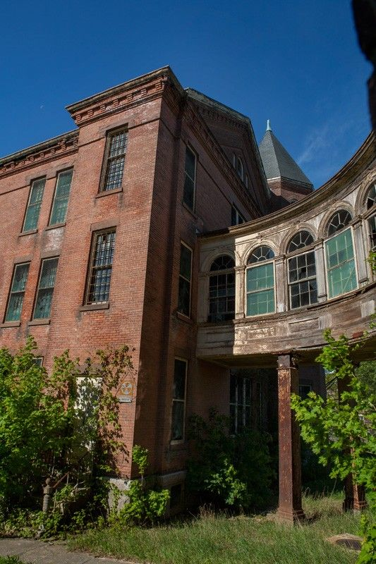 Photo of the abandoned Taunton State Hospital in Taunton, MA