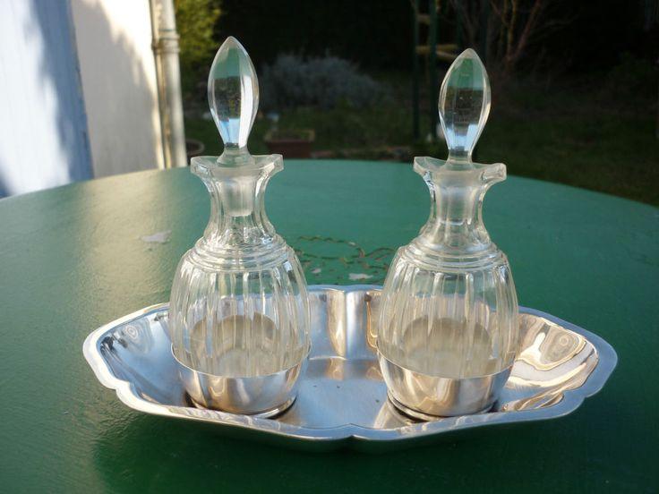 2 flacons huile vinaigre sur socle metal argente orfevre plasait cristal pinterest m tal. Black Bedroom Furniture Sets. Home Design Ideas