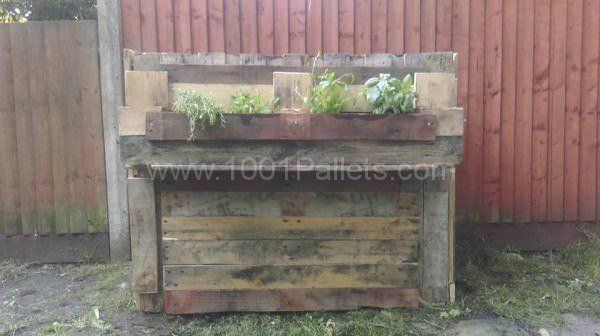 Rustic Compost Bin Pallet for Outdoor Project