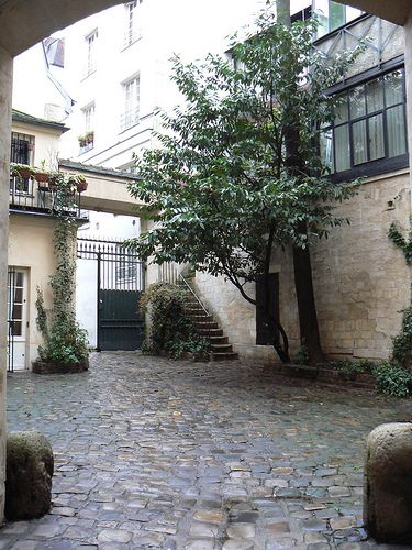 17 best images about courtyard enclosed gardens on for Homes with enclosed courtyards