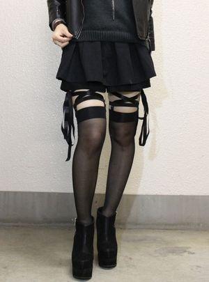 靴下留めが流行の兆し!!【ソックスガータ、レッグガーター】 - NAVER まとめ