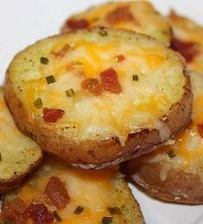 Recipe For Cheese and Bacon Potato Rounds - Potatoes, cheese and bacon–a great combination! Serve with sour cream if you so desire.