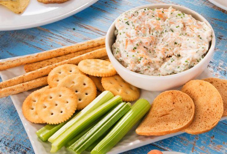 Acompaña tus platillos favoritos con un delicioso dip de salmón preparado con el inconfundible sabor de Queso Crema Philadelphia.