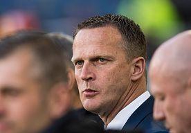 16-Apr-2015 8:14 - VAN DEN BROM: 'DOELSALDO VAN AZ TE BIZAR VOOR WOORDEN'. AZ-trainer John van den Brom beseft dat er iets zal moeten veranderen willen de Alkmaarders nog een kans maken op Europees voetbal.