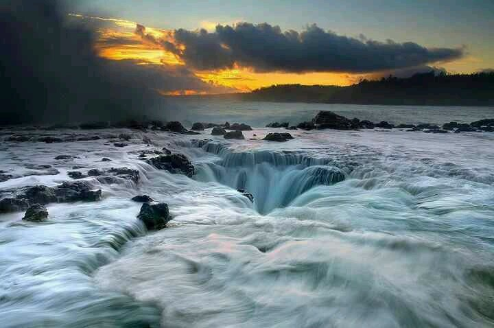 Maelstrom at Kuai, Hawaii! Just Gorgeous..I do hope this fits into our exploring..