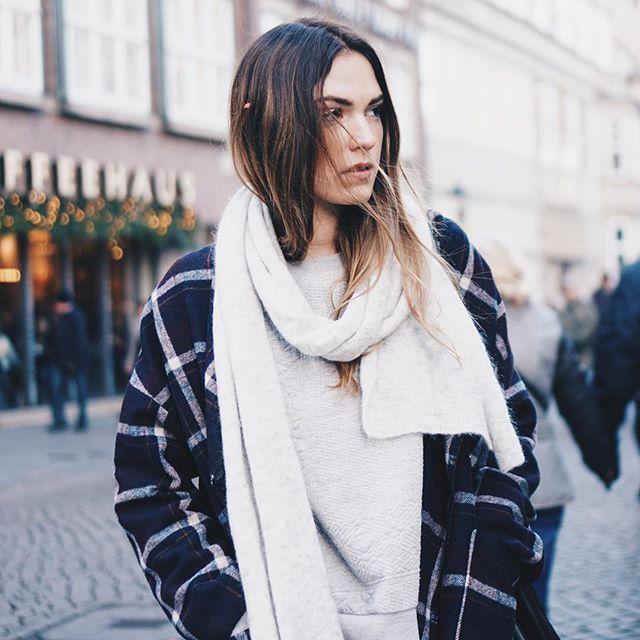 happy st. nicholas' day  // jacket and scarf @stormandmarie ___________________ #wmnswr #cozy #jacket #scarf #stormandmarie #outfit #ootd #streetstyle #bloggerstyle #blogger_de #germanblogger #fashionblogger #fashion #fashionblogger_de #streetfashion #fashiondaily #basics #details #minimal #minimalism #monochrome #fashiondiary