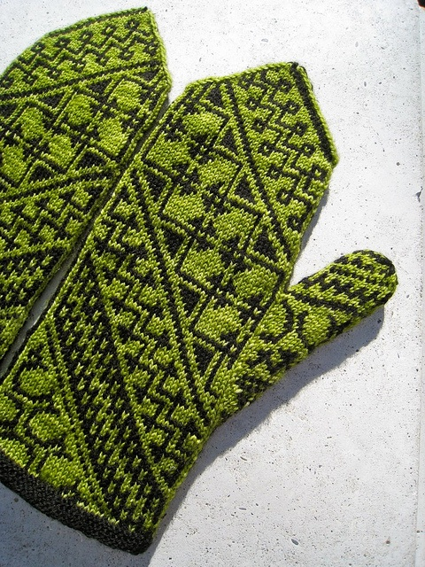 Heart of the Mesa Mittens by Grace Schnebly. malabrigo Sock, Black and Lettuce.