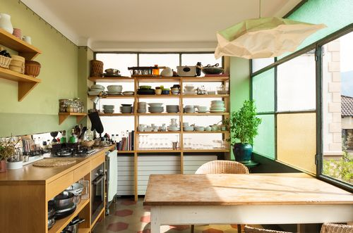 Quick Kitchen Upgrade:  Open Shelving!  One of the first places homebuyers want to make changes is the outdated kitchen. Visions of granite countertops, new cabinetry and shiny appliances grace the pages of architectural and remodeling magazines and websites and get your creative juices running …  Click to learn more.  #homematchnw #kitchenupgrade