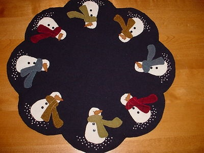I just finished this... love how this snowmen penny rug table runner turned out!!!