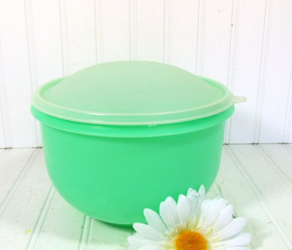 TupperWare Spring Green Lettuce Keeper - Vintage Plastic 4 Pieces - Domed Lid Head Design Bowl with Inserts