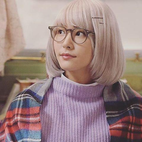 掟上今日子 もちろんみくりもすごい可愛かったけど 掟上今日子の備忘録での 今日子さんも個人的にすごい好きです この髪色で可愛いのは最強ですね メガネも似合う 全然関係ないですが 1年お疲れ様です #新垣結衣#掟上今日子の備忘録#白髪#メガネ#逃げ恥#リーガルハイ#などなど#可愛い#最強#귀여워#大晦日#1年お疲れ様です#今日#紅白#新垣さん#審査員#見るしかない