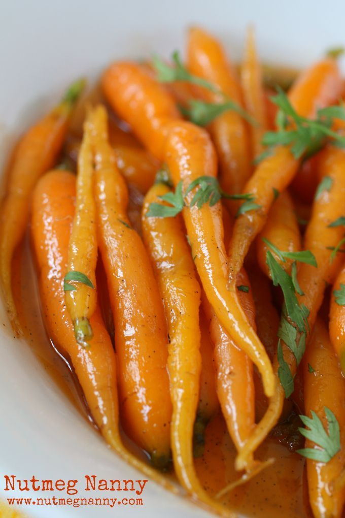 Vanilla Maple Glazed Carrots - These sweet vanilla maple glazed carrots are the perfect addition to your dinner or Thanksgiving table. Cooked in just around 15 minutes and full of flavor.