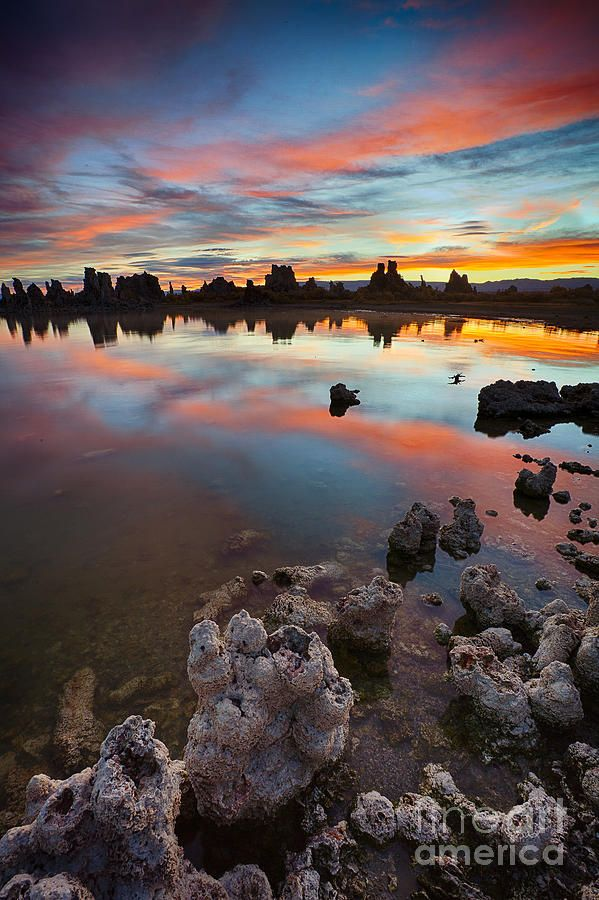 Sunrise at South Tufa State Park, Mono Lake in California