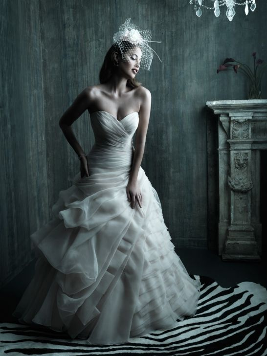 http://www.misshochzeitskleid.de/perlen-organza-herz-ausschnitt-duchesse-linie-kapelle-schleppe-hochzeitskleid-p-56.html