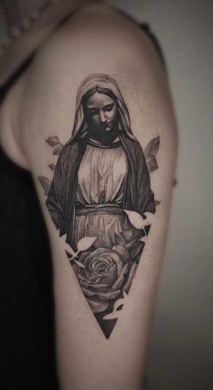 Tatuagem de santa: veja o significado, onde tatuar e fotos inspiradoras | Tatuagens, Tatuagem de santo, Tatuagem