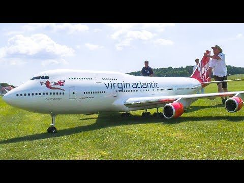 YouTube/Gigantic xxxl rc model airplane Boeing 747 in flight formation with two Concorde