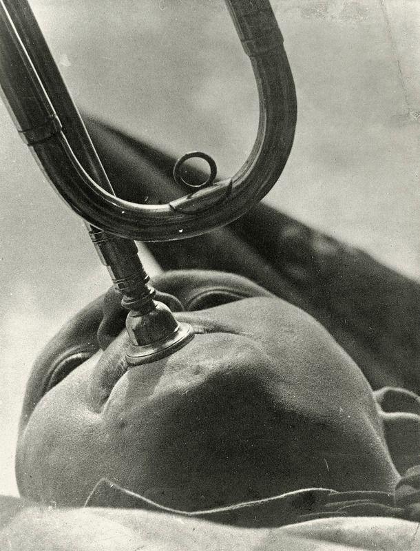 Pionnier jouant de la trompette (1930 Alexander Rodchenko- Centre Pompidou